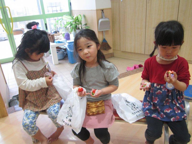 すくすく★blog【4歳児*いちご狩り~】|ナカノスイミング保育園