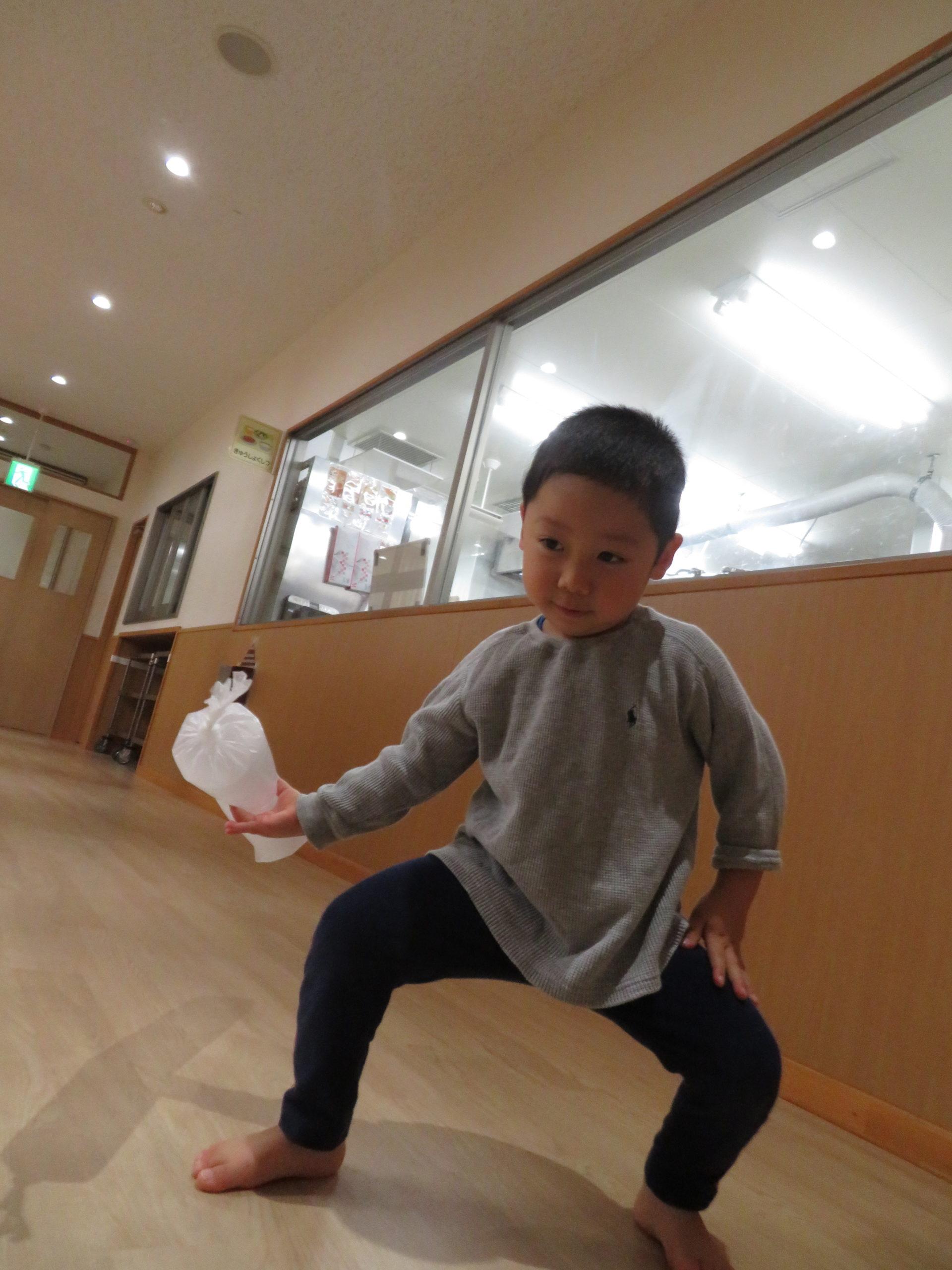 😊遊コスモス小新保育園 「2歳児 室内遊び🌂 」