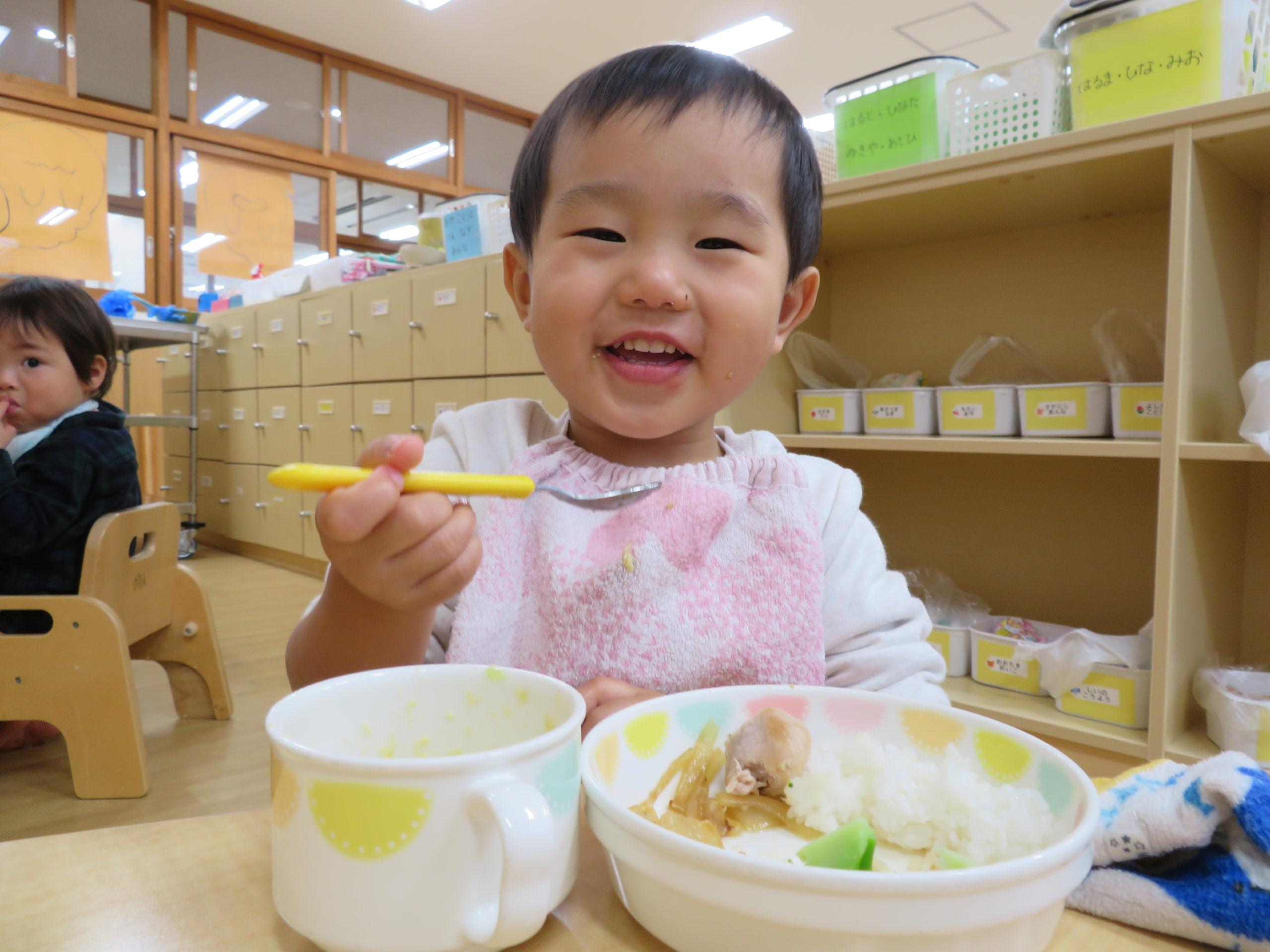😊遊コスモス小新保育園 「1歳児 Launch time🥄✨」