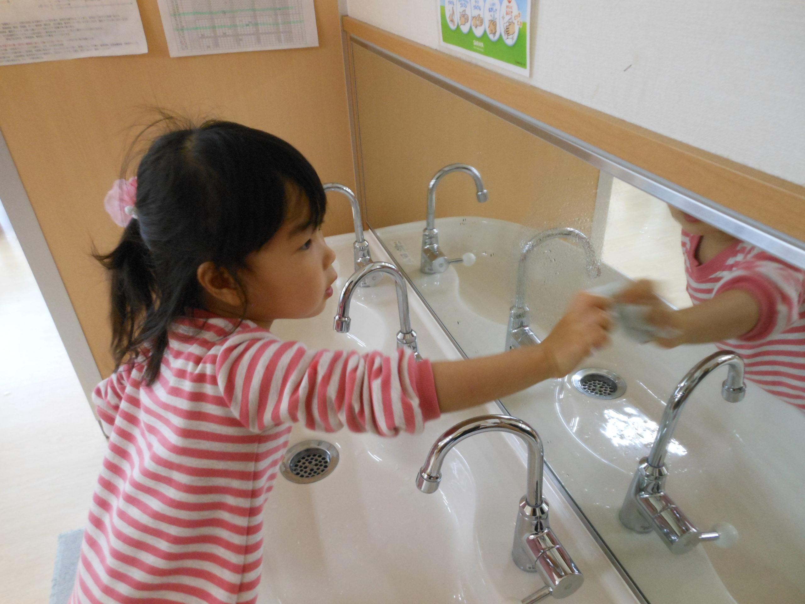 😊遊コスモス小新保育園「2歳児🧹大掃除🚮」
