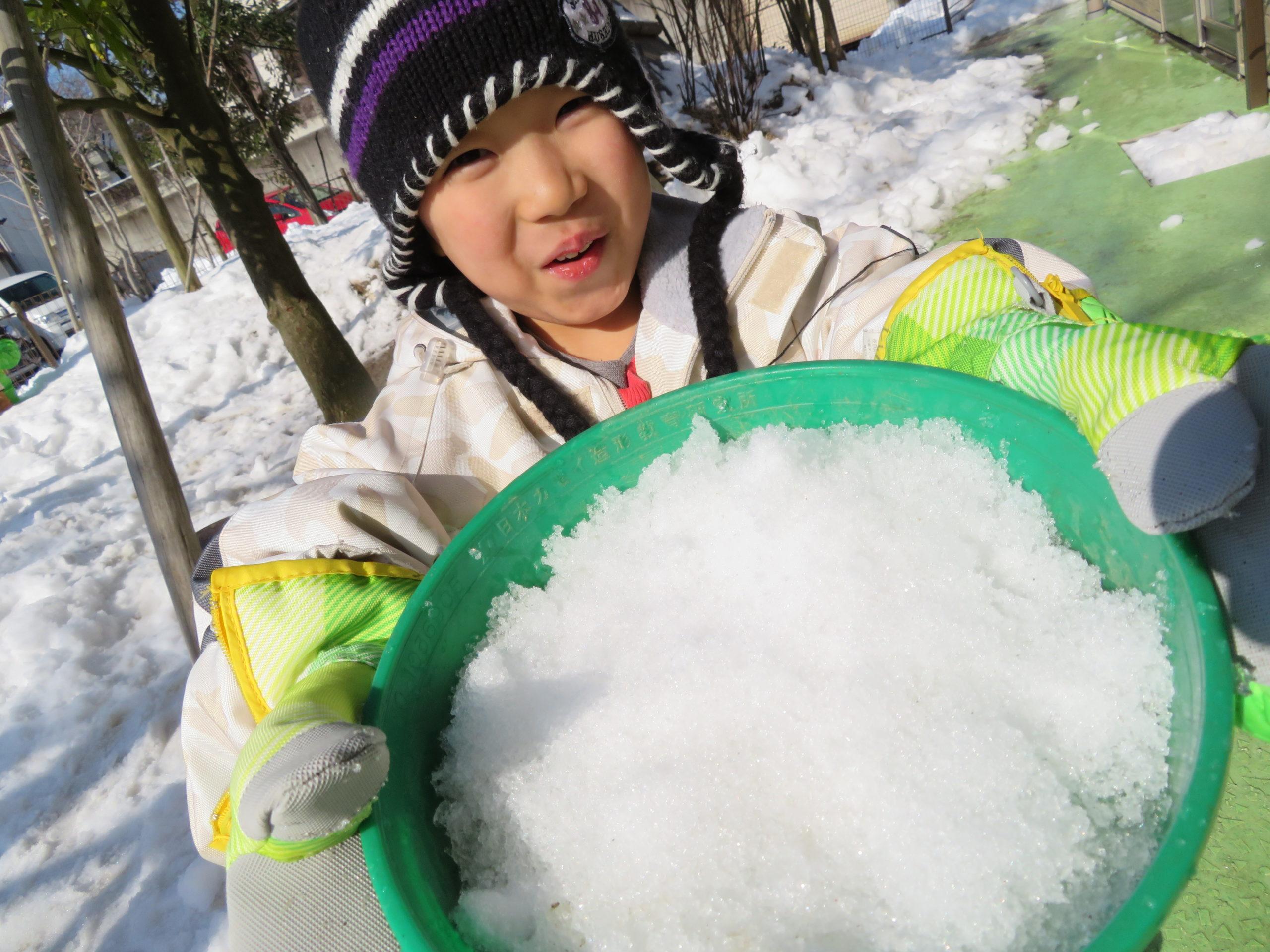 😊遊コスモス小新保育園 「⛄5歳児 Snow Play🧊」