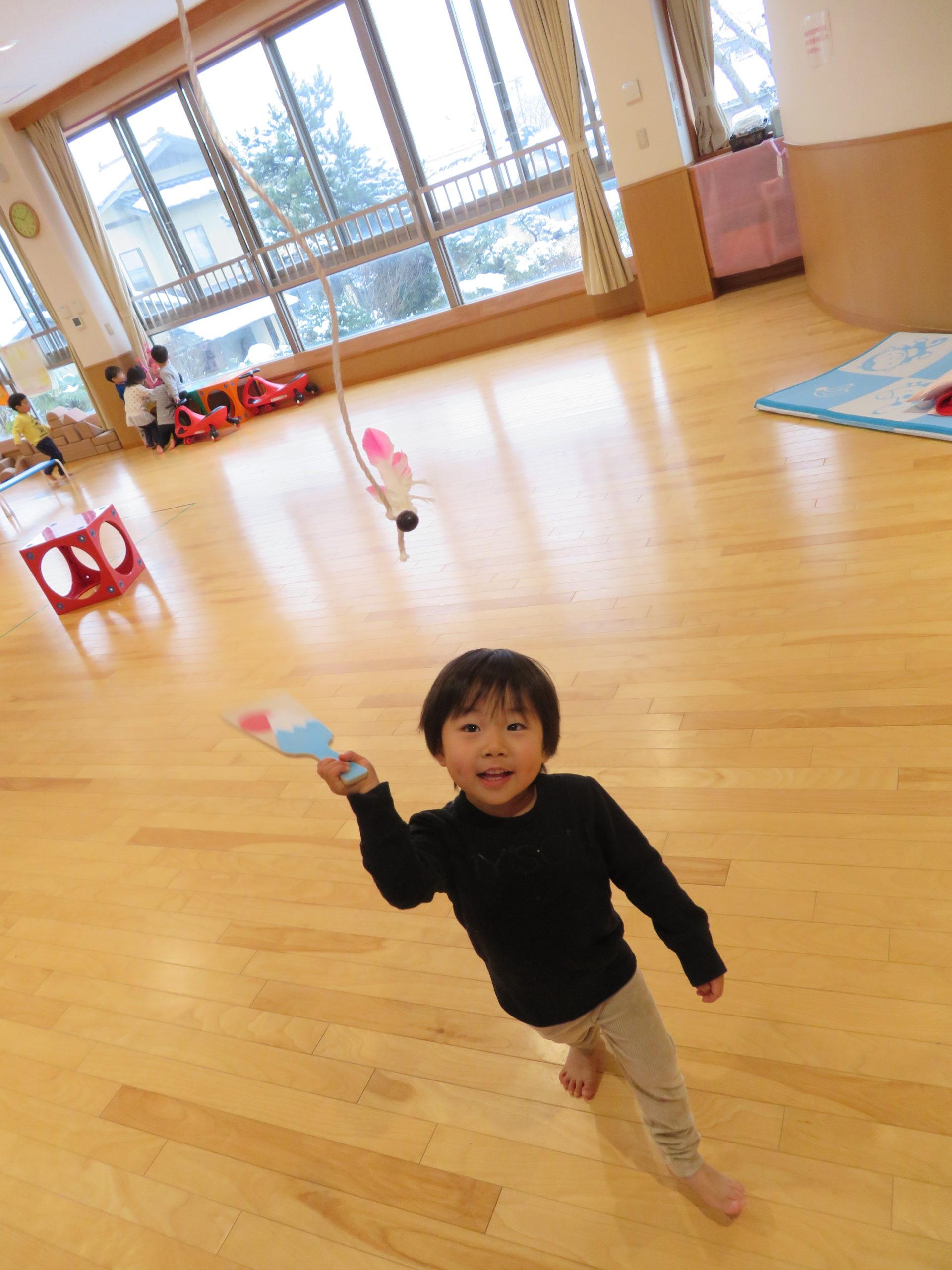 😊遊コスモス小新保育園 「🎍2歳児 羽子板🗻✨」