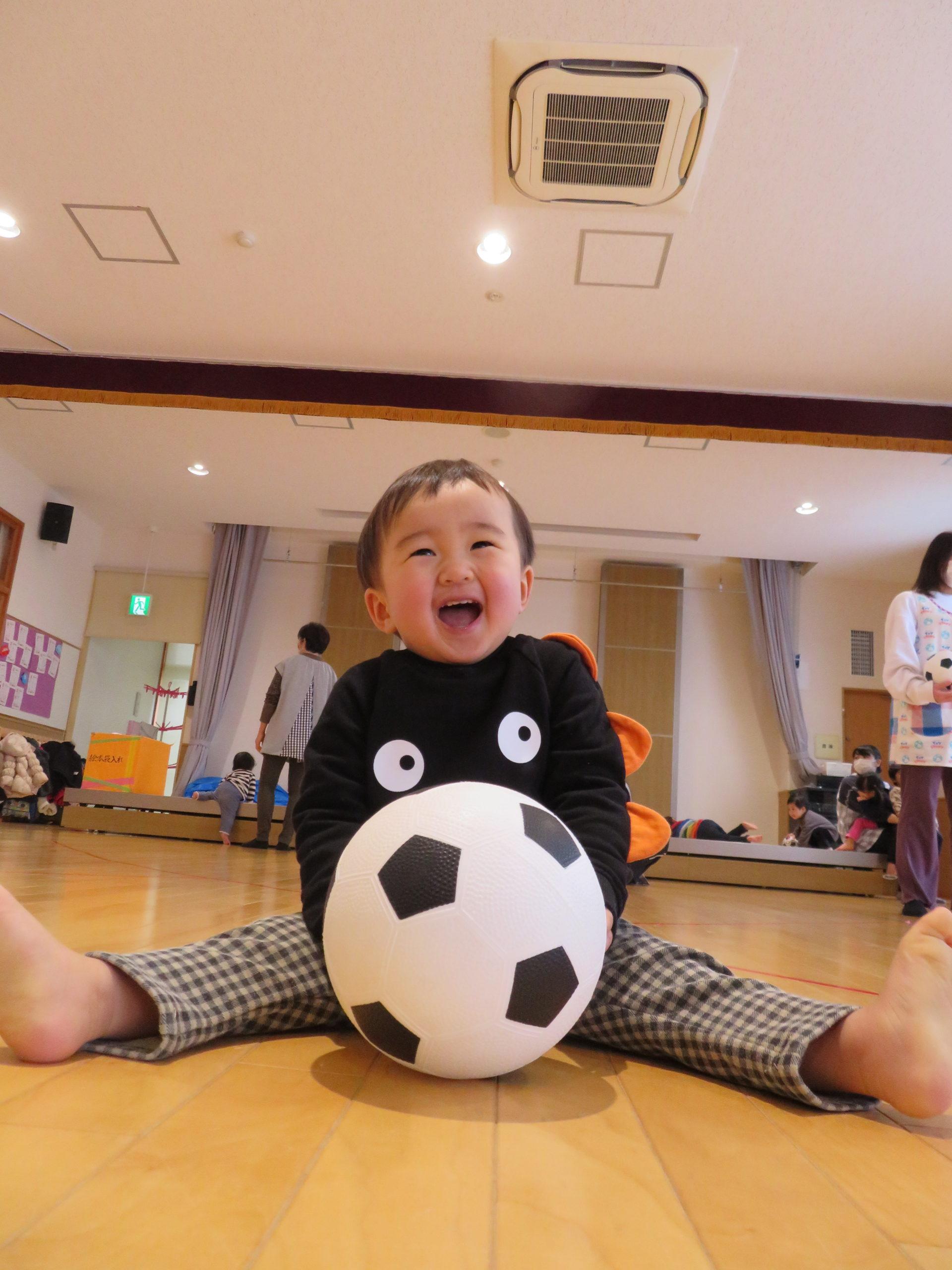 😊遊コスモス小新保育園 「⚽️0.1歳児 ホール遊び🎵」