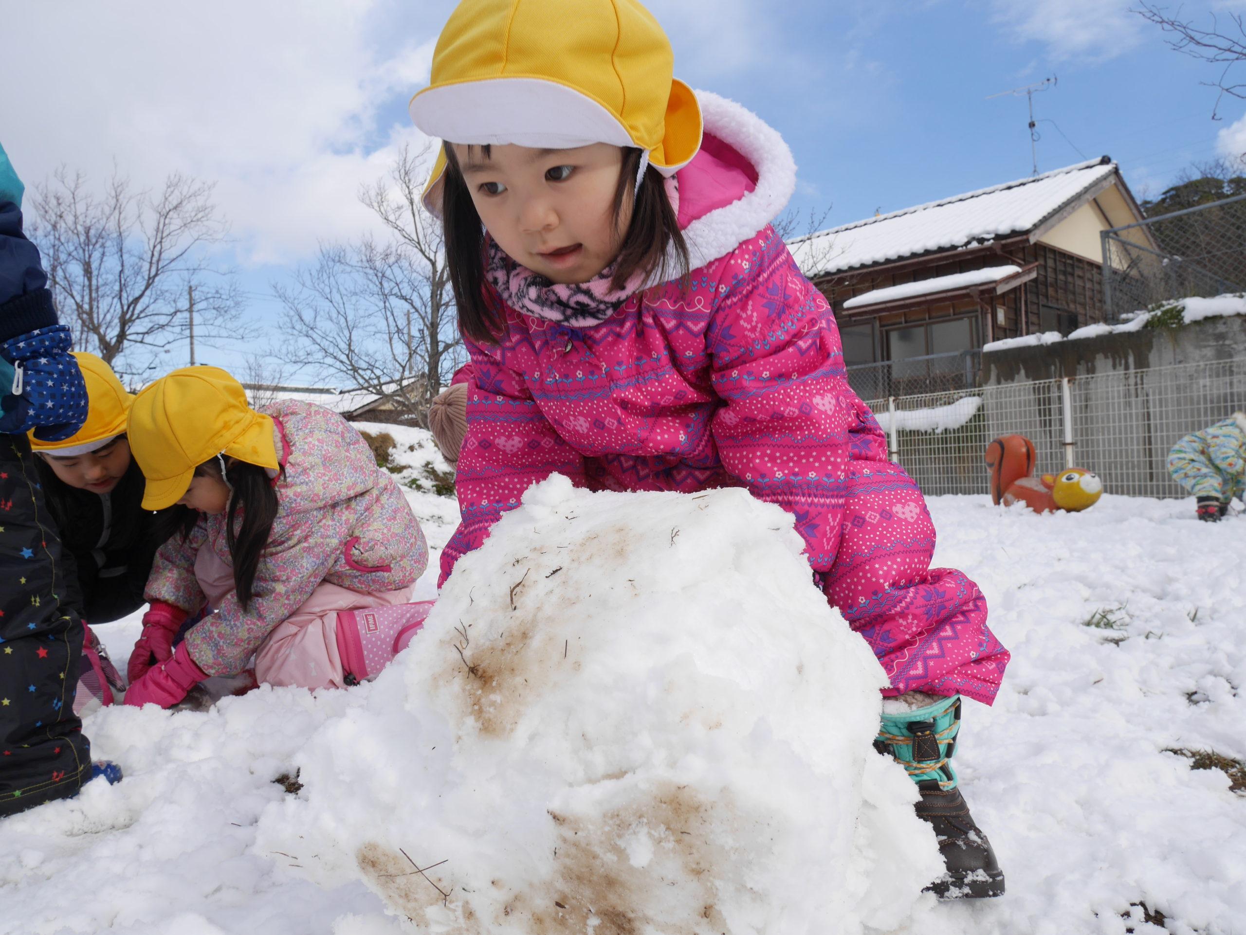 雪だるまをつくったよ!!3歳児さくら組【真野第1保育園】