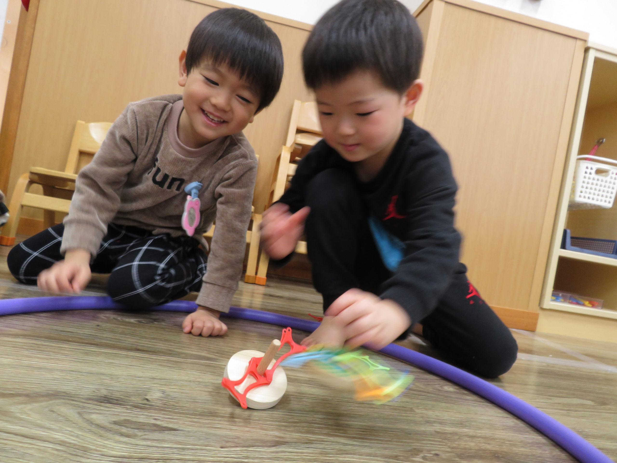 😊遊コスモス小新保育園 「A spinning top✨」