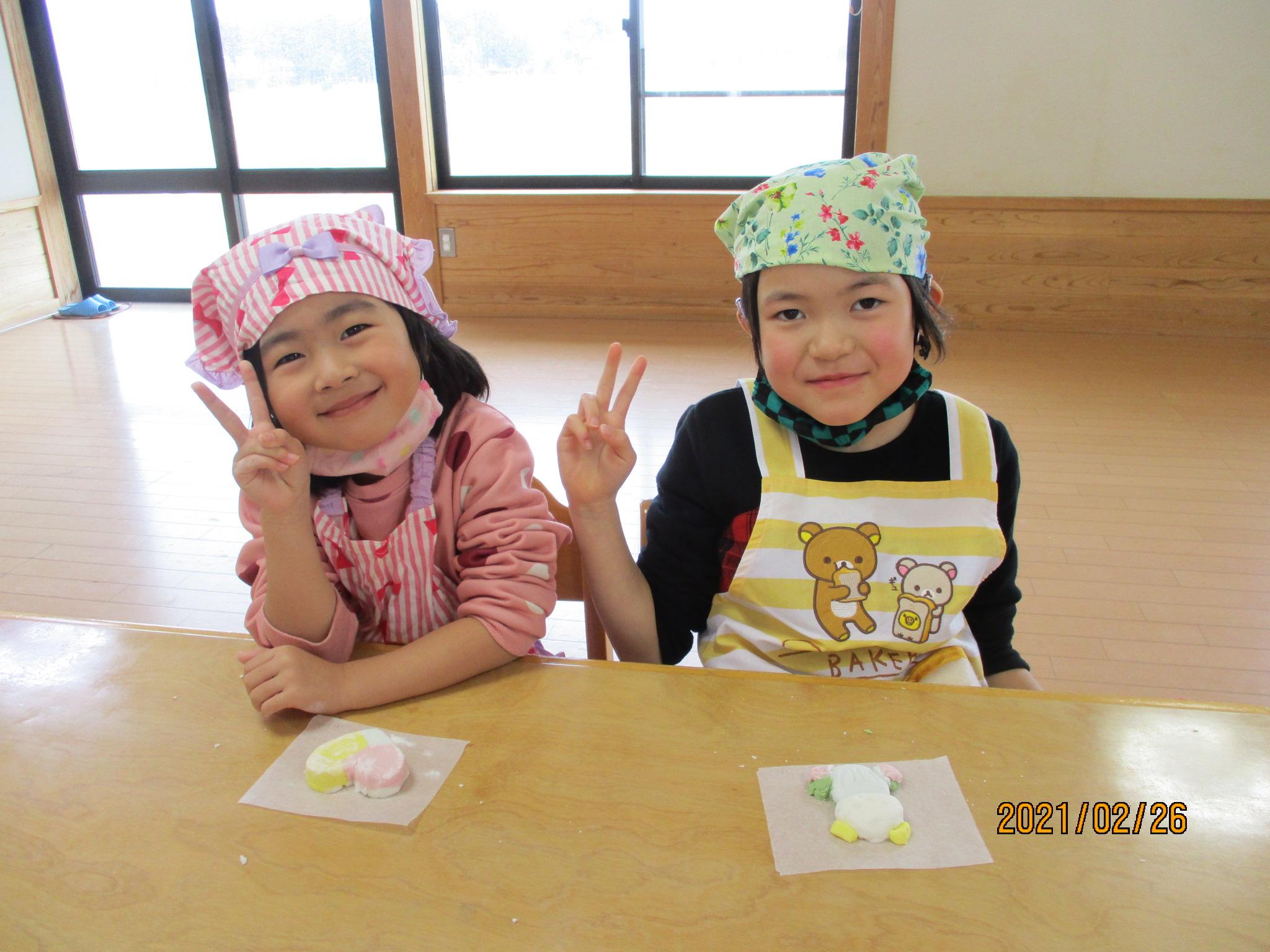 しんこ作りをしました。   新穂トキっ子保育園