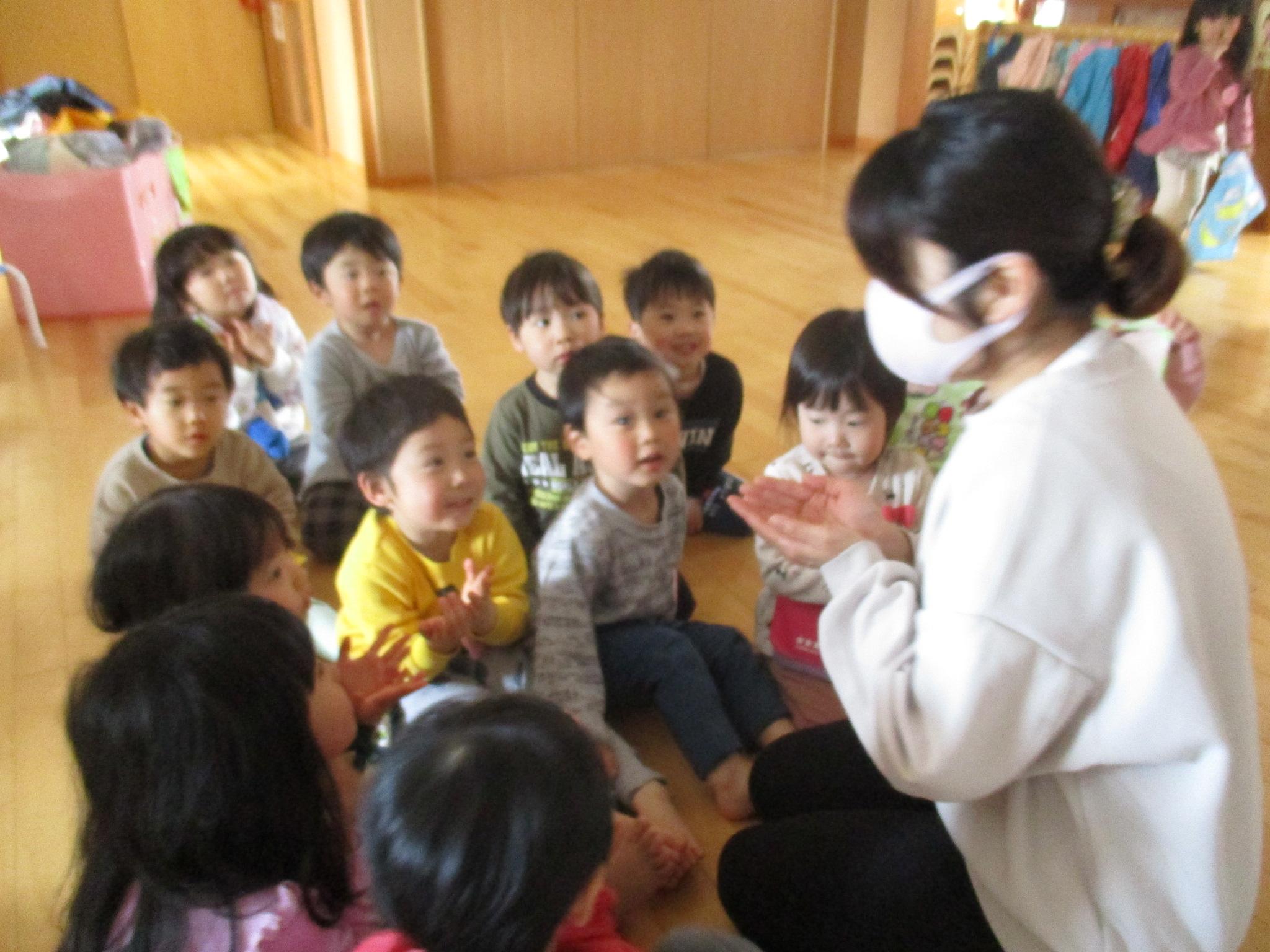😊遊コスモス小新保育園「3歳児 おててえほん✋」