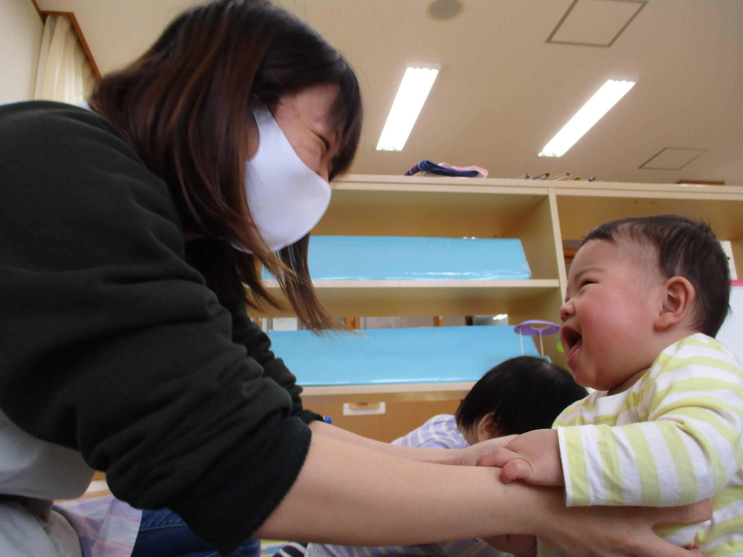 😊遊コスモス小新保育園「0歳児 触れ合い遊び🎶」